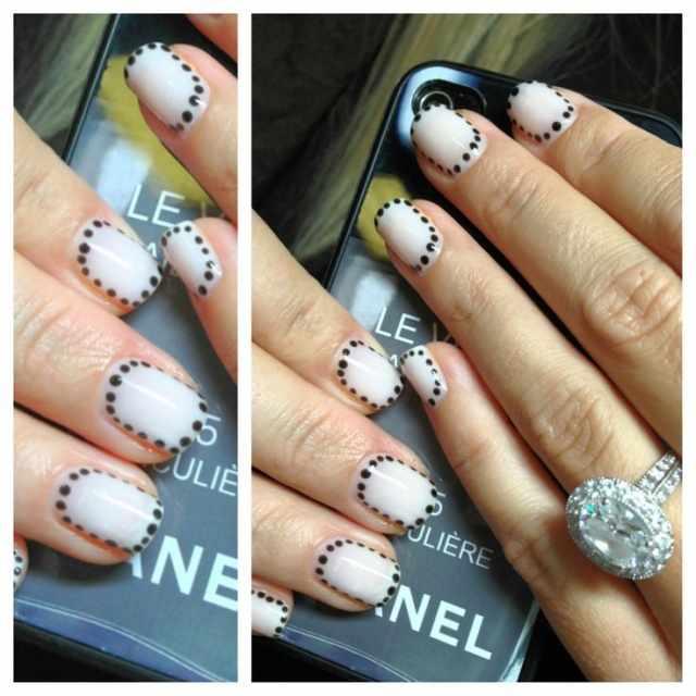 CND schellac дизайн чёрные точки по краям белой ногтейвой пластины