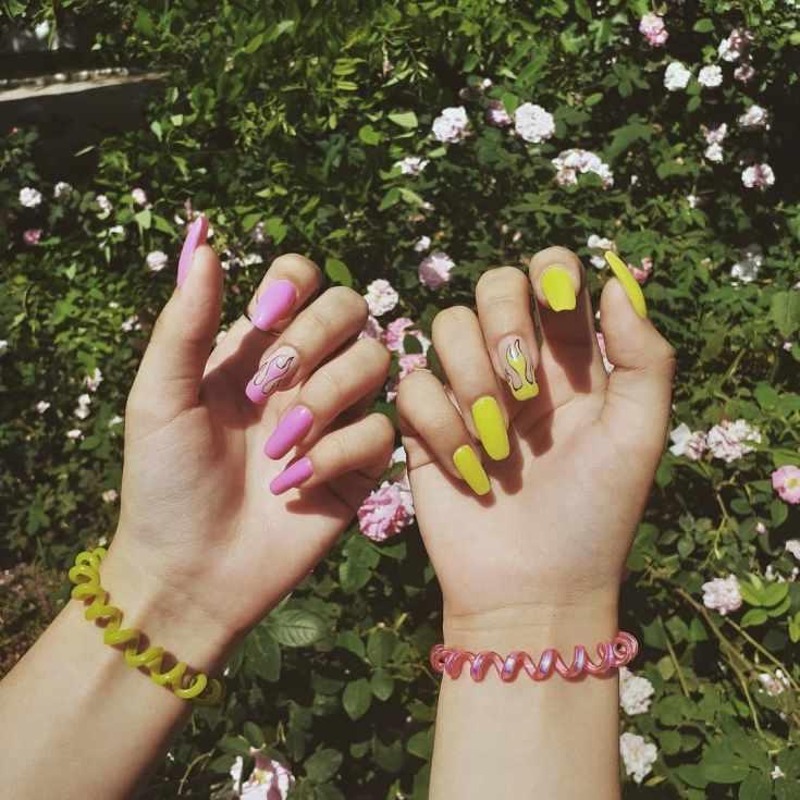Маникюр жёлтый с розовым