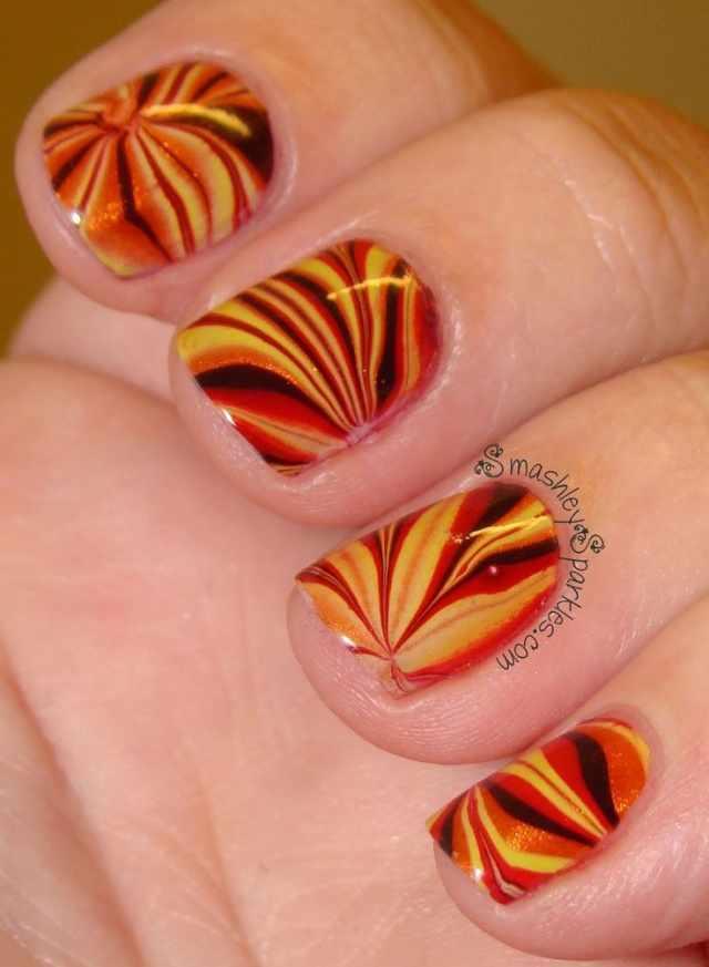 водный дизайн ногтей красный