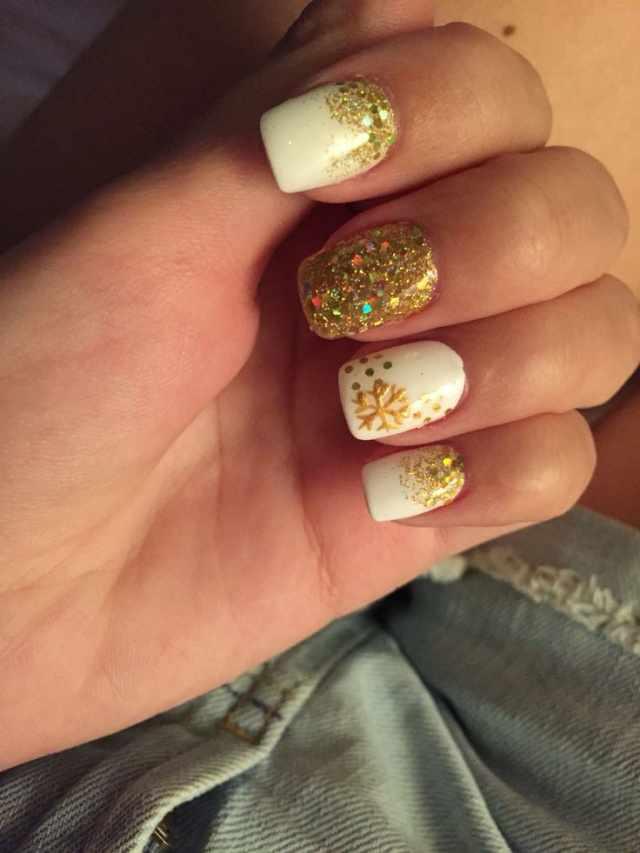 золотой дизайн ногтей снежинка
