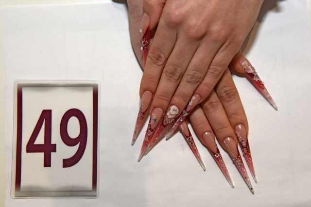 модный дизайн ногтей от чемпионов стилеты красные design of extension of long nails