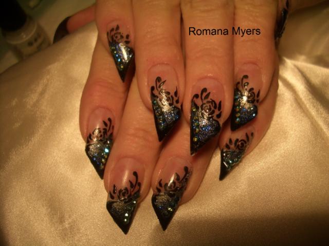 косой дизайн ногтей чёрный
