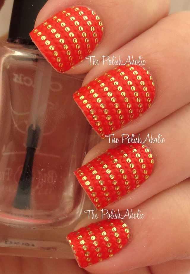 оранжевый маникюр ногтей золотой