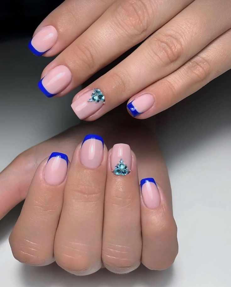 Маникюр синий френч