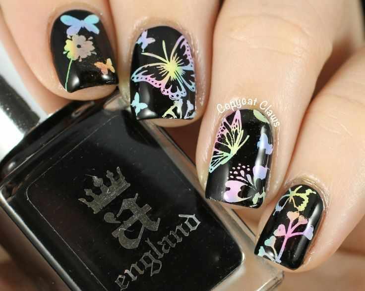 маникюр с рисунком бабочек на ногтях