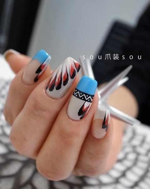 маникюр с рисунком пера на ногтях