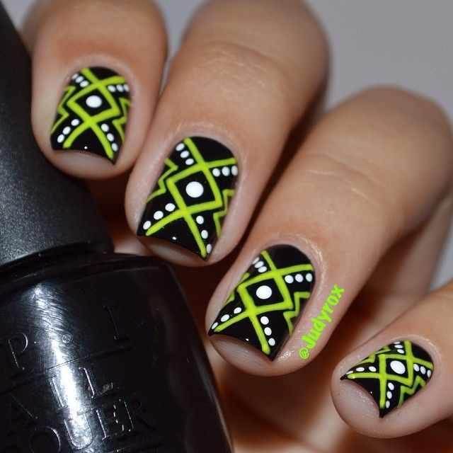 геометрический дизайн ногтей на коротких квадратных ногтях