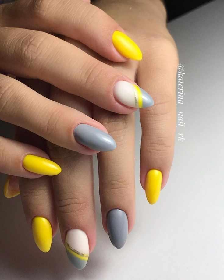 Маникюр жёлтый с серым