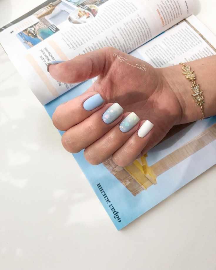 Голубой маникюр градиент