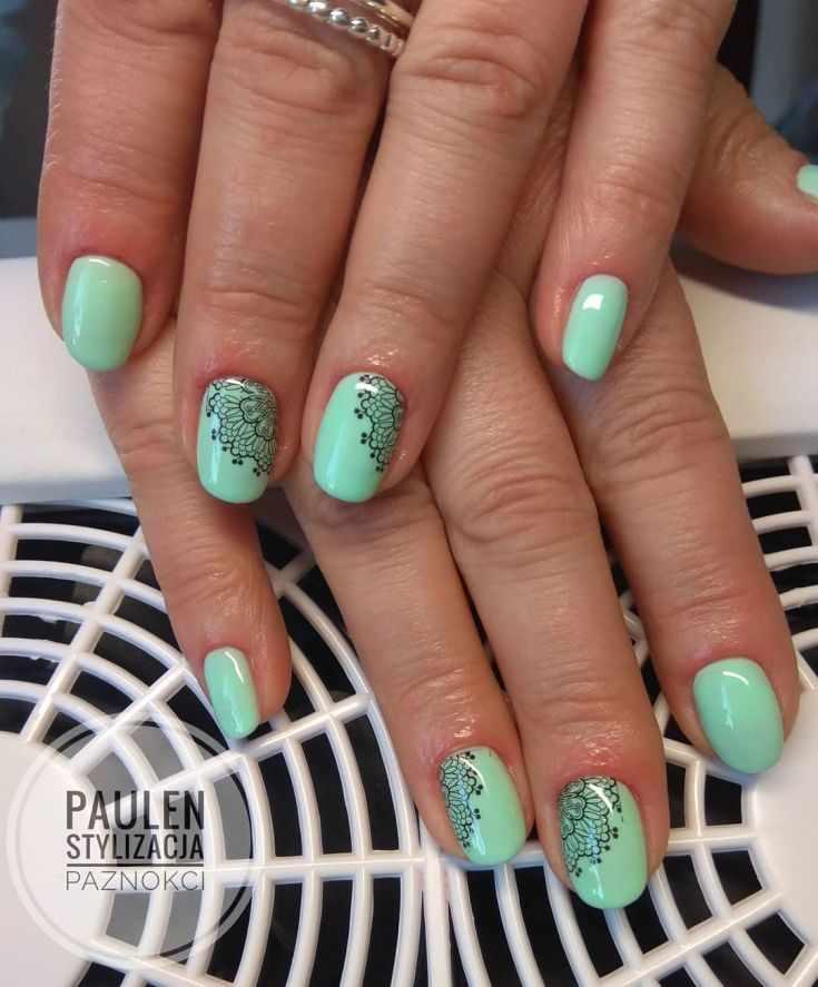 маникюр мятного зеленого цвета