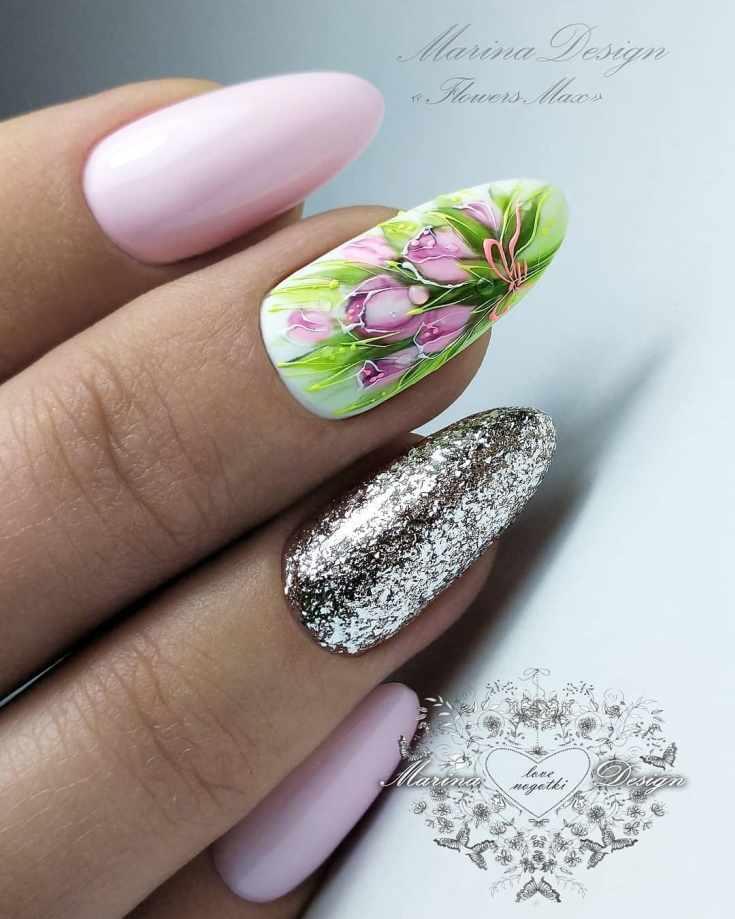 Розовый с серебристыми блёстками на безымянном пальце свадебный маникюр с тюльпанами на длинный миндаль