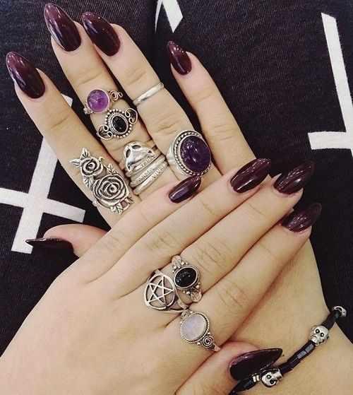 дизайн ногтей цвета бордо кольца