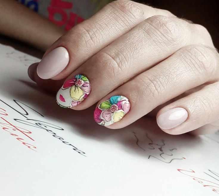 спокойный маникюр на коротких ногтях