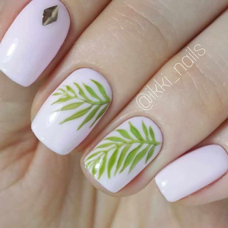 маникюр с тропическими листьями
