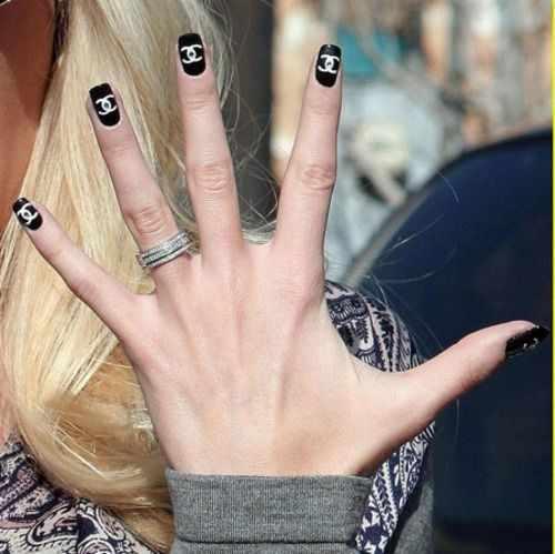 дизайн ногтей шанель чёрно-белый