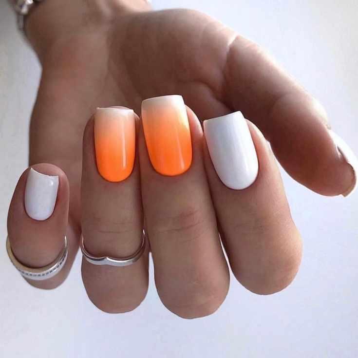 Маникюр оранжевый с белым