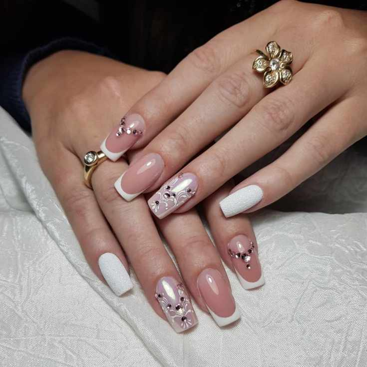 Белый с нюдовым свадебный френч маникюр на средние квадратные ногти с вензелями, стразами и пудрой