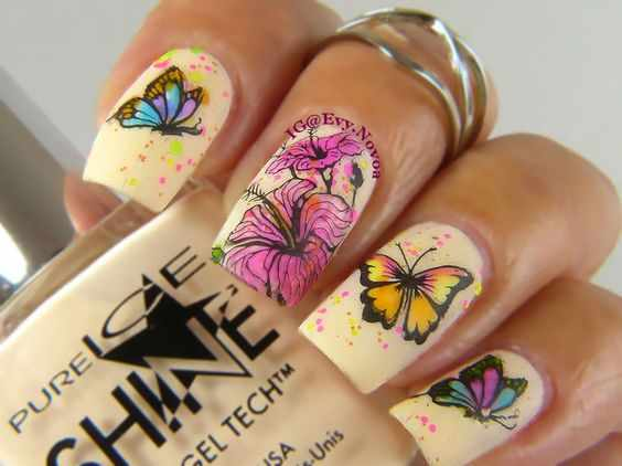 бабочки на ногтях