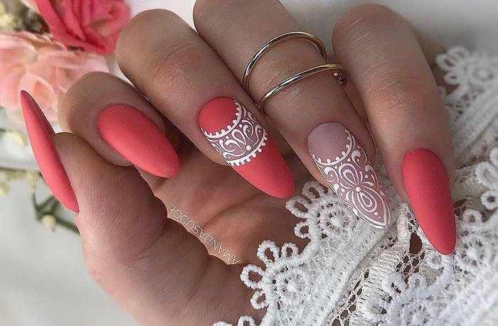 Матовые длинные ногти