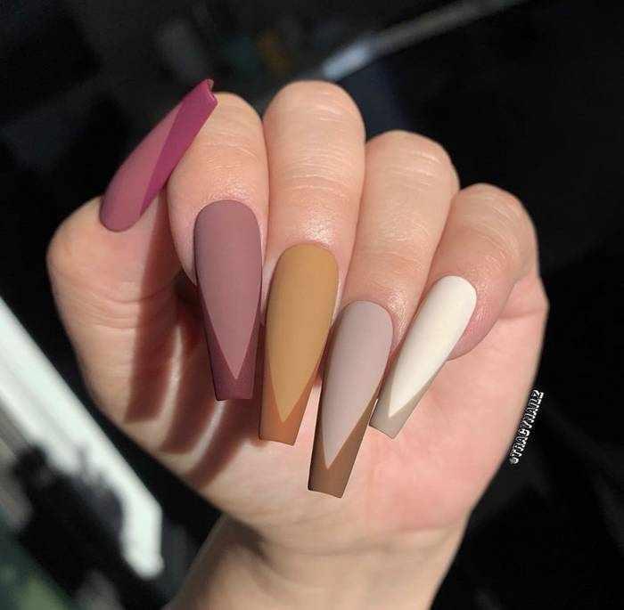 Матовый дизайн длинных ногтей