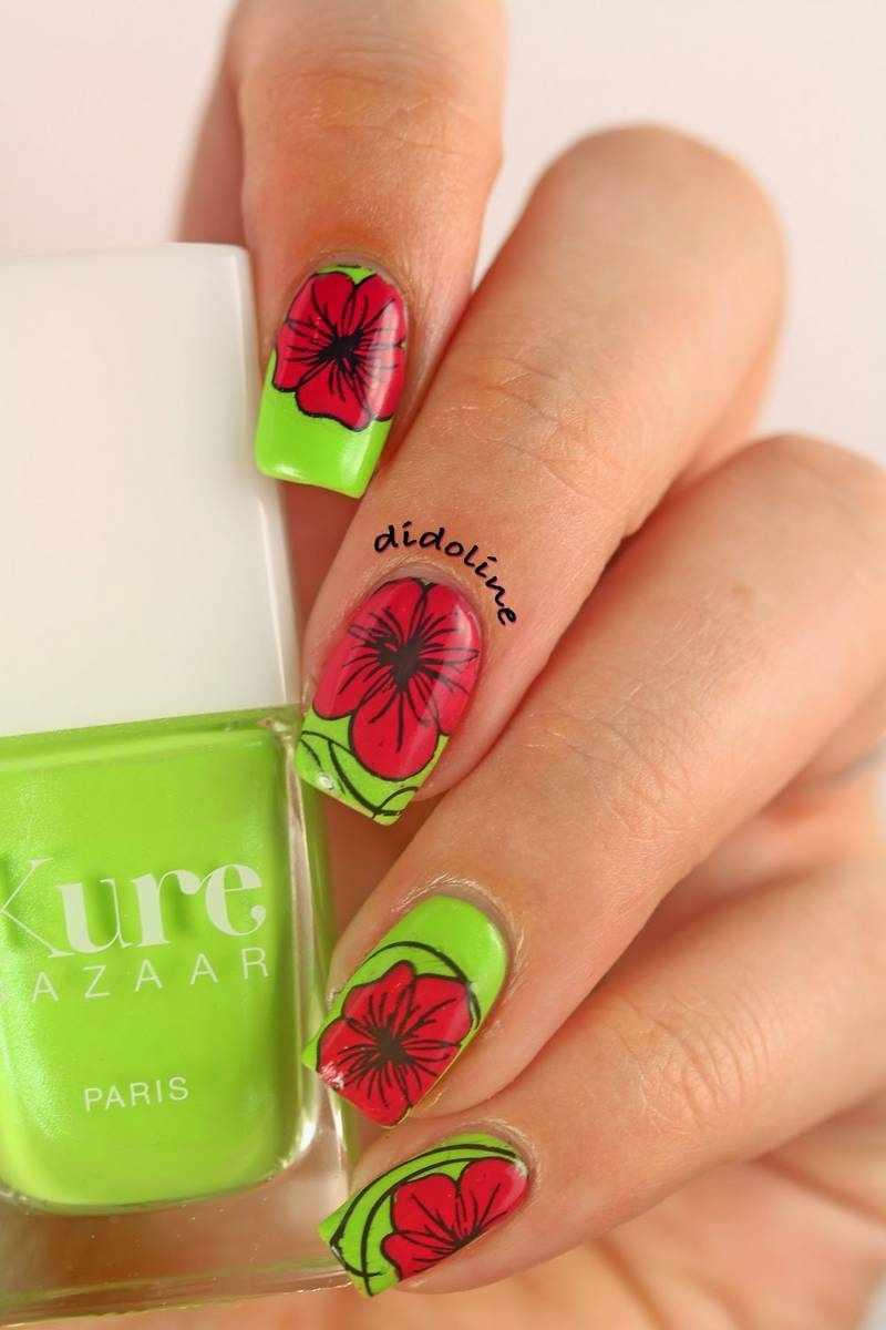 Фото цветов на ногтях