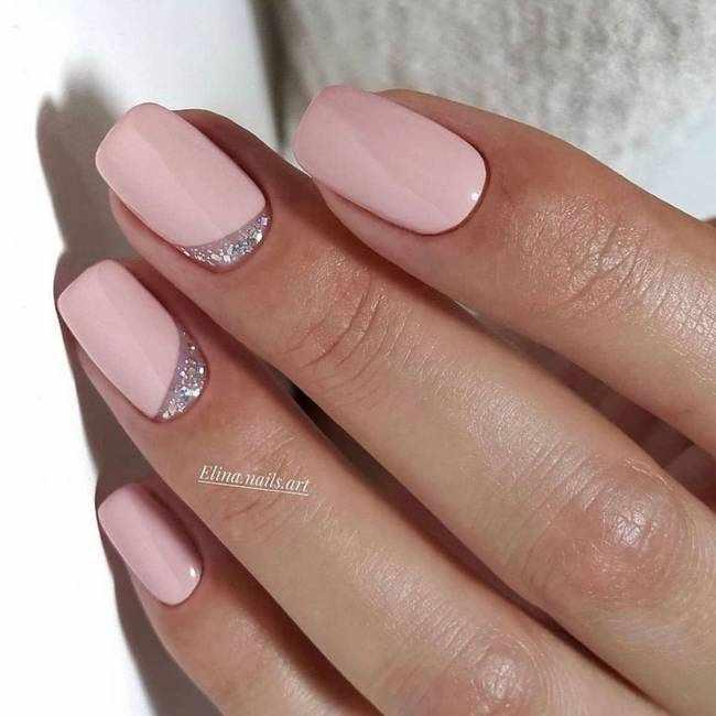 Розовый лунный маникюр