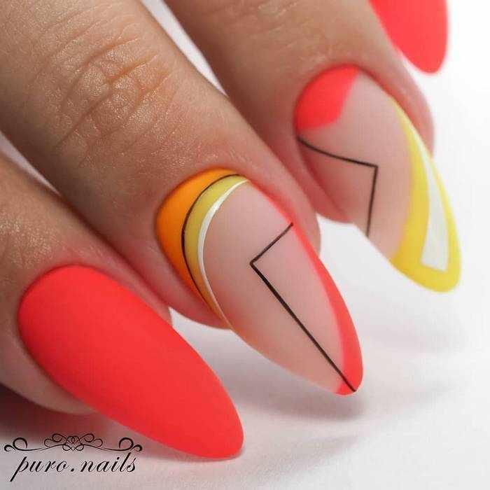 Миндальная форма ногтей в матовом маникюре