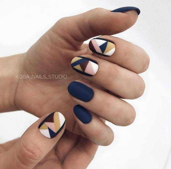 Матовый синий дизайн ногтей