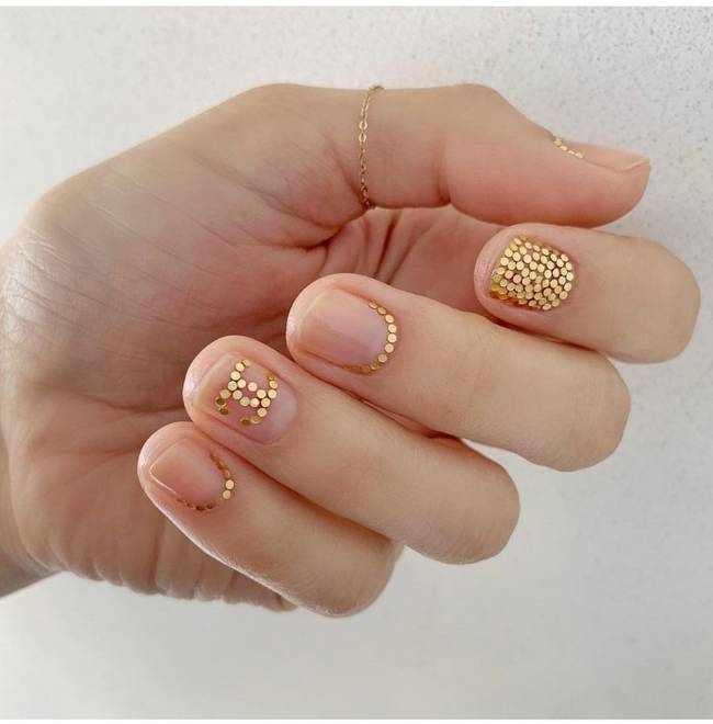 Модный дизайн ногтей с золотом