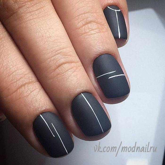 Матовый черный дизайн ногтей