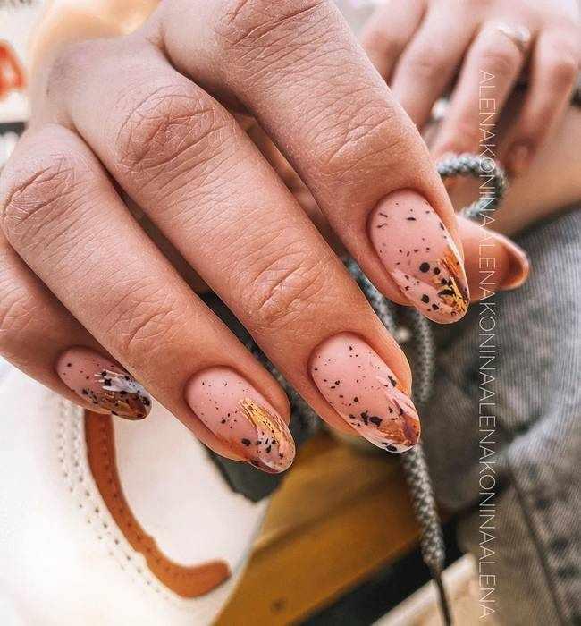 Бежевые ногти с рисунками