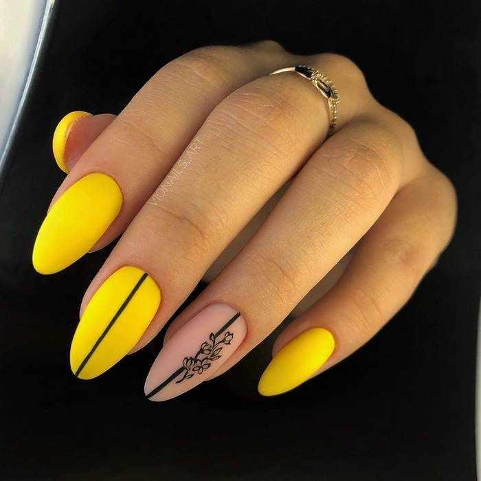 Матовые желтые ногти