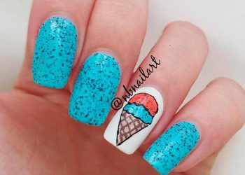 JamAdvice_com_ua_Fruits-and-sweets-season-nails-art-ideas-short-squoval-blue-black-glitter-ice-cream