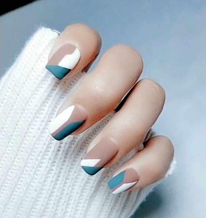 Матовый дизайн ногтей с белым