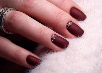 JamAdvice_com_ua_claret-manicure-with-rhinestones-19