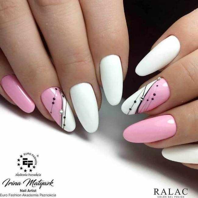 Белый в розовом маникюре