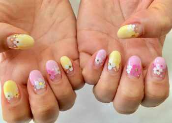 JamAdvice_com_ua_negative-space-in-the-spring-manicure-04