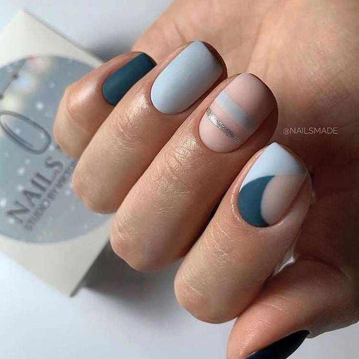 Матовый дизайн коротких ногтей