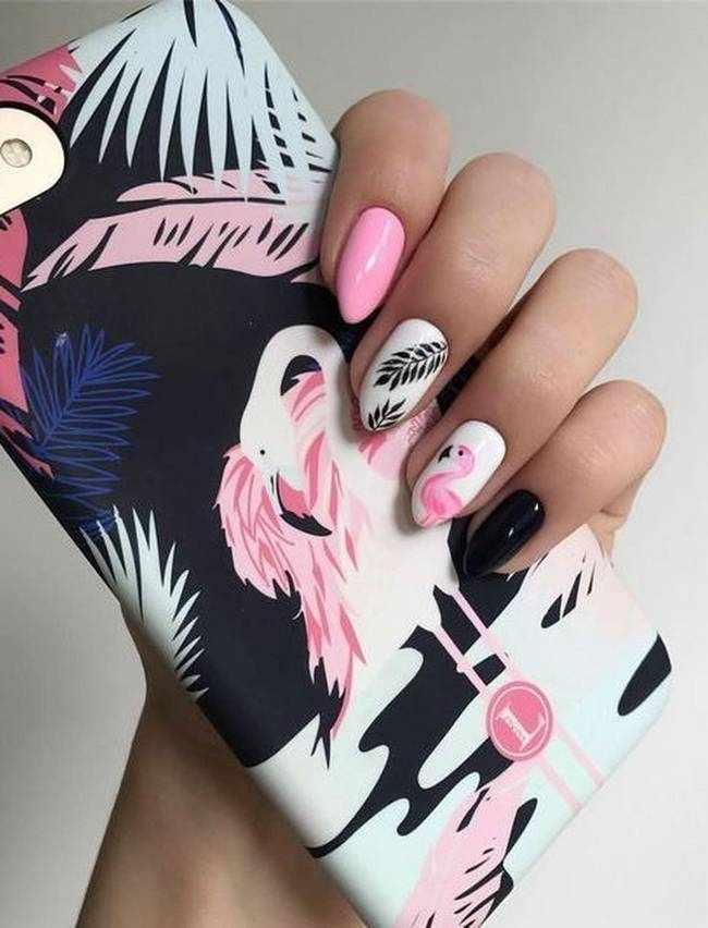 Черный в розовом маникюре
