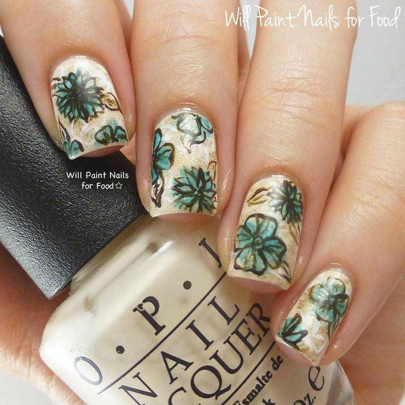 Маникюр с рисунками цветов на ногтях