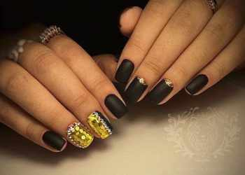 JamAdvice_com_ua_lunar-manicure-with-sparkles-10