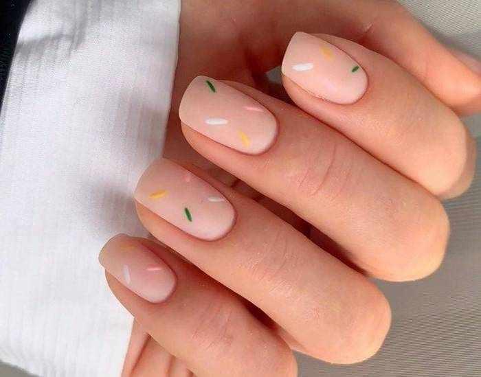 Матовые нюдовые ногти