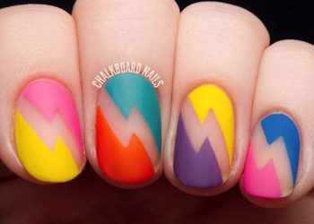 JamAdvice_com_ua_Bright-summer-manicure-round-nails-designs-matte-colorful-geometric-pattern