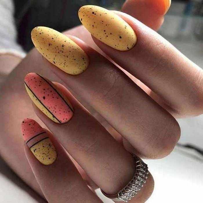 Матовые рисунки на ногтях