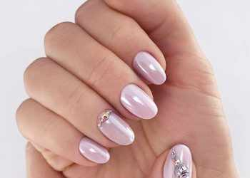 JamAdvice_com_ua_Calm-tone-in-summer-manicure-round-nails-designs-nude-pearl-base-rhinestones