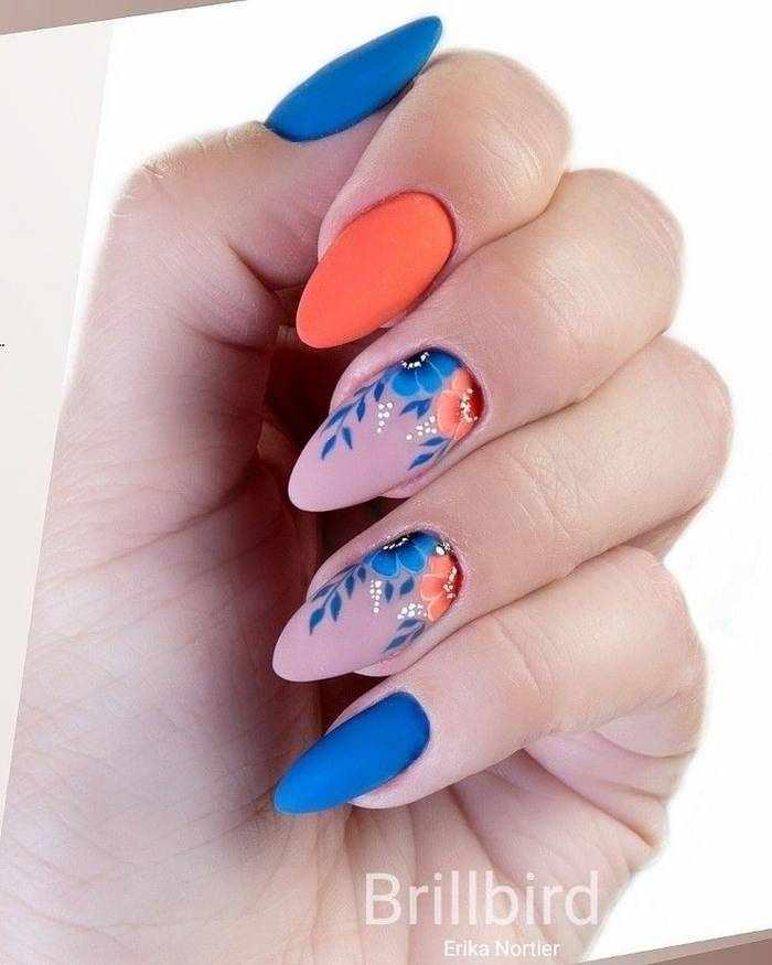 Матовые миндальные ногти