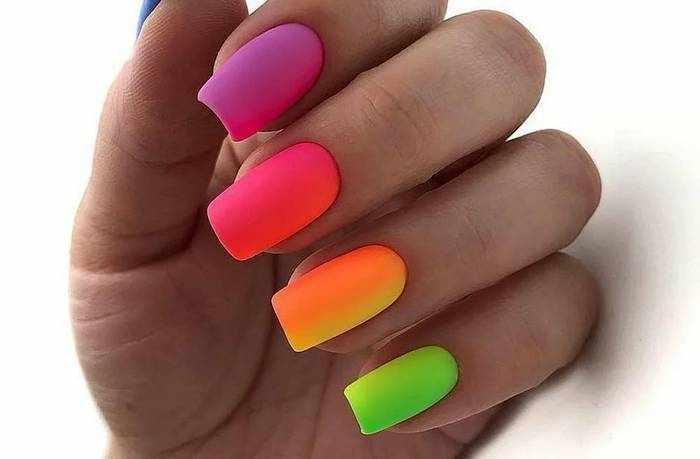 Матовый квадратный дизайн ногтей