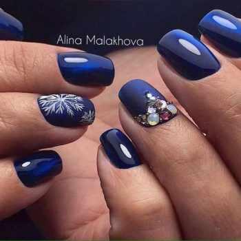JamAdvice_com_ua_blue-nail-art-with-rhinestones_18