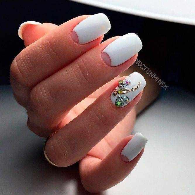 Белый французский и лунный маникюр