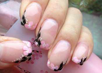 JamAdvice_com_ua_negative-space-in-the-spring-manicure-07